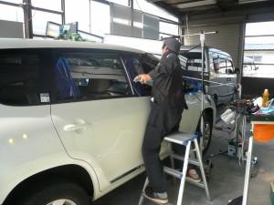 ルーフのプッシュツールでの修理作業【IMPROVE】