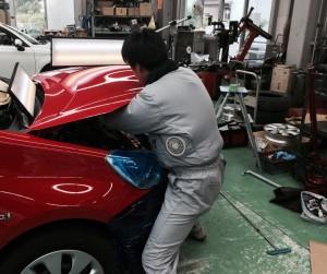 ボンネットの修理作業【IMPROVE】